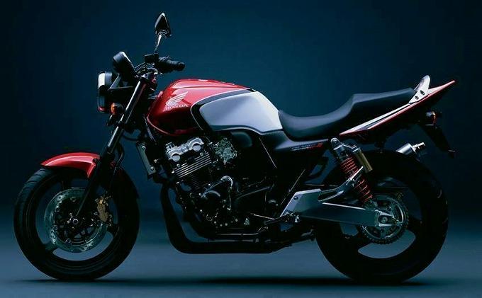 画像出典:motorcyclespecs.co.za ホンダCB400 '05