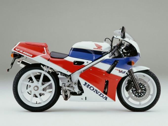出典:a2bikes.co.uk ホンダVFR400R NC30