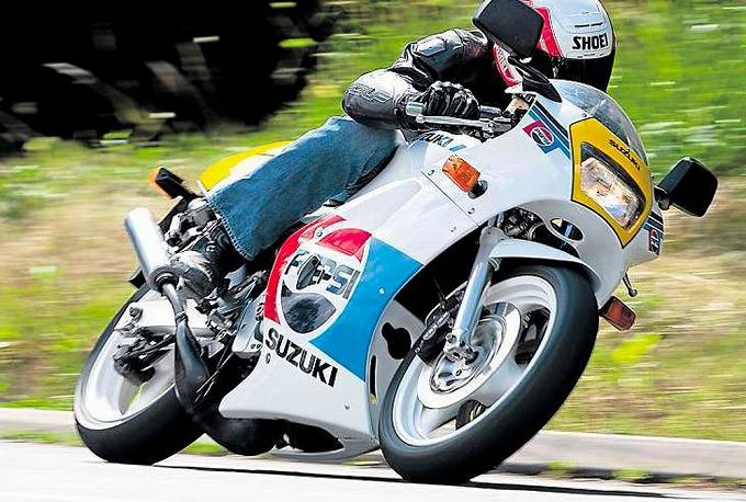 スズキ RG250Γ '88-'89 VJ21A (出典:morebikes.co.uk)