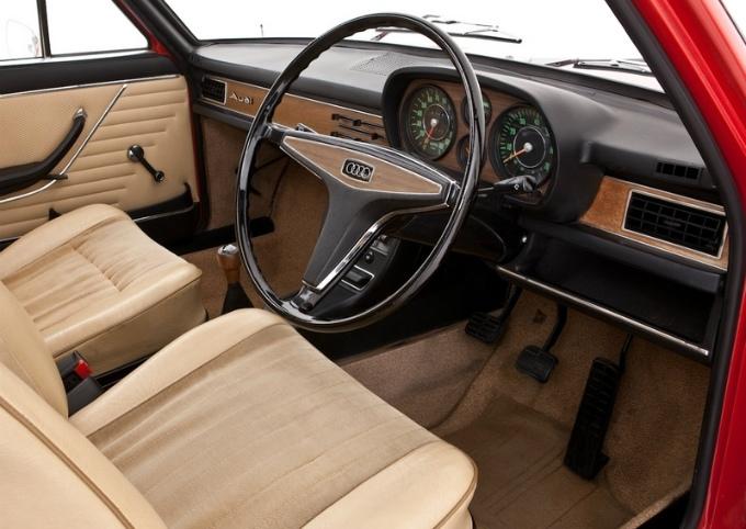 アウディ100 4Dr 1968