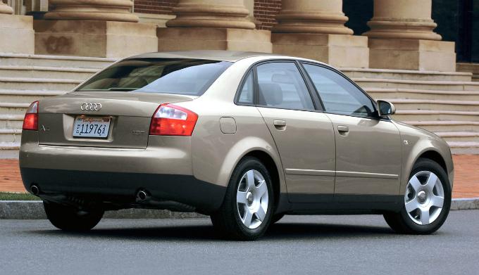 アウディA4 2000  (出典:favcars.com)