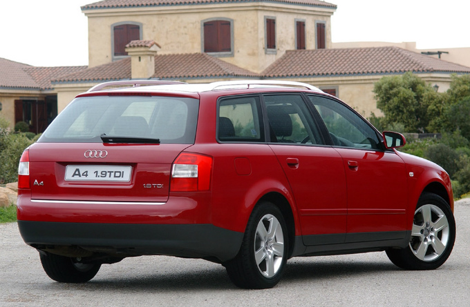 アウディA4 avant 2001  (出典:favcars.com)