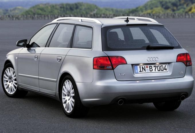 アウディA4 avant 2004  (出典:favcars.com)
