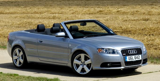 アウディA4 cabrio 2005  (出典:favcars.com)