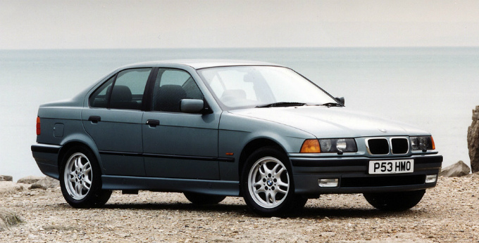 BMW 320i sedan 1991  (出典:favcars.com)