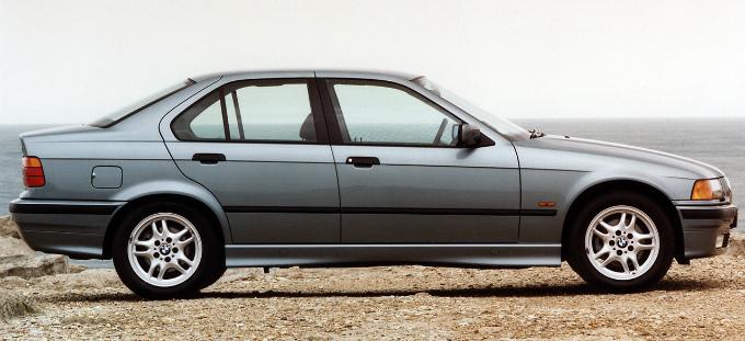 BMW 320i sedan 1991