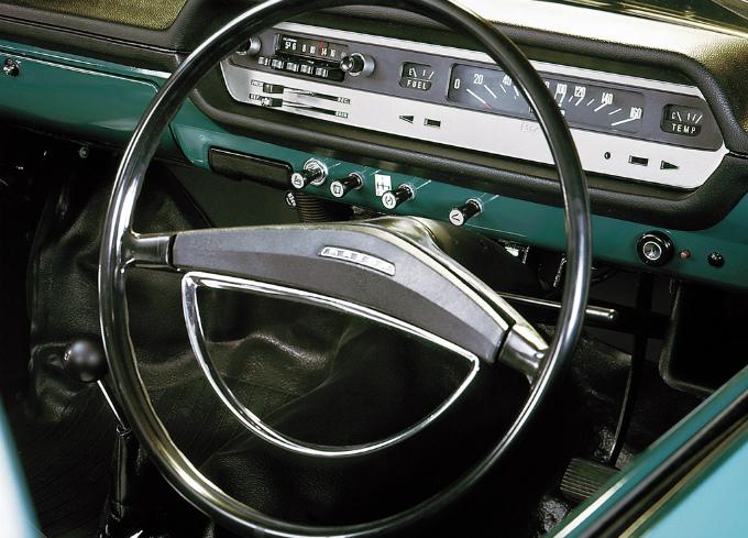 mazda_familia_1967_1000_4dr_sedan_3