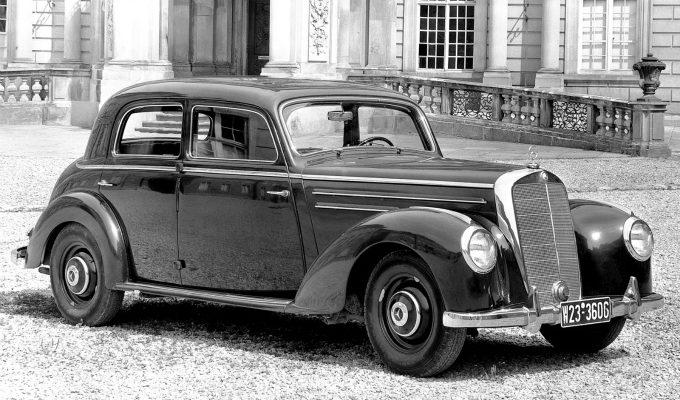 メルセデス・ベンツ タイプ220 (1951-1954):戦前設計のモデルをベースに多気筒エンジンを搭載 [W187]