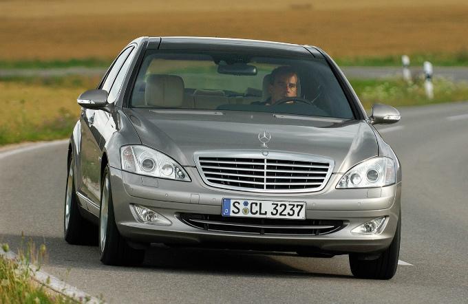 メルセデス・ベンツ S600 2005  (出典:favcars.com)