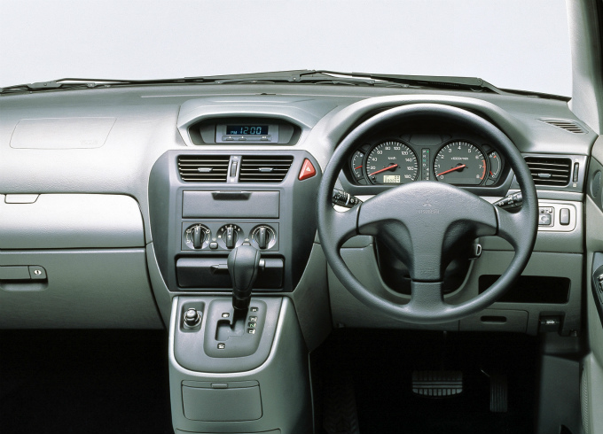 三菱 RVR 1997  (出典:favcars.com)