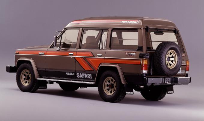日産 サファリ グランロード 1985