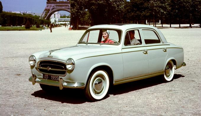 プジョー403 1955 1967 フラッシュサイド フルワイズ ボディを採用