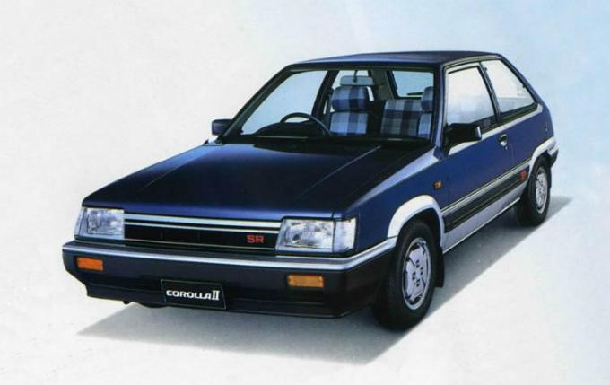 トヨタ カローラⅡ (初代 1982-1986):ターセル/コルサの姉妹車種としてデビュー [L2♯]