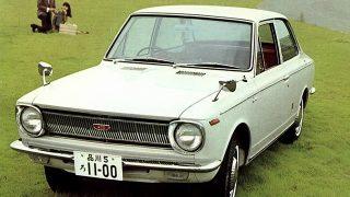 トヨタ カローラ (初代  '66-'70):余裕ある性能と豪華さを重視した設計でベストセラーに [E1♯]