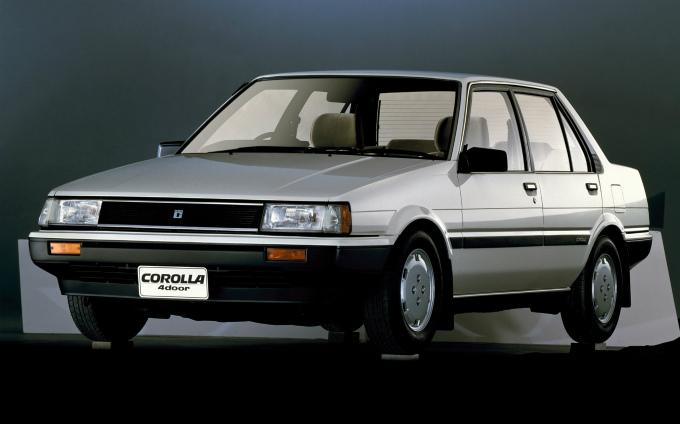 トヨタ カローラ (5代目 1983-1987):セダン系がFF方式に変更されると共に4輪独立懸架を採用 [E8♯]