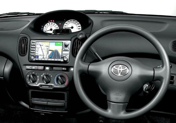 トヨタ ファンカーゴ 2003