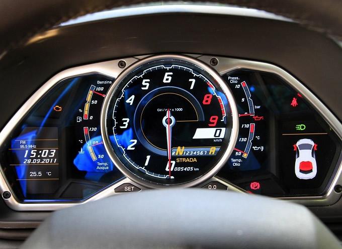 出典:favcars.com ランボルギーニ アヴェンタドール '11