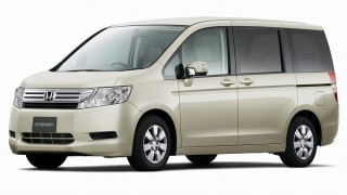 ホンダ ステップワゴン ('12):沖縄でのレンタカー旅行で大活躍