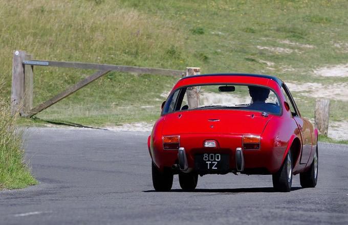 トヨタ スポーツ800 (出典:pistonheads.com)