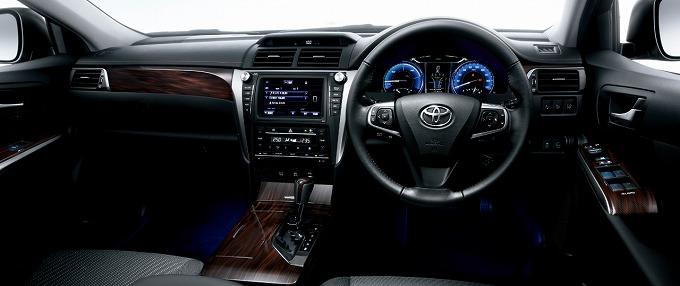 トヨタ カムリ ハイブリットGパッケージ 2015