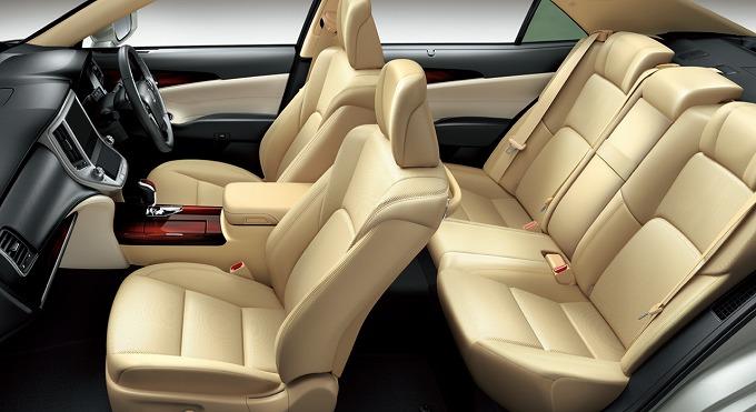 トヨタ クラウンロイヤル ハイブリッド ロイヤルサルーン G 2015