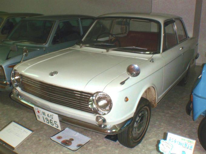 スズキ フロンテ800  1965-'69 (出典:wikipedia.org)