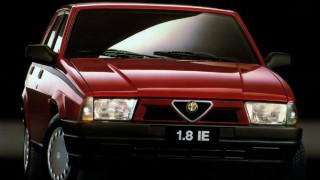 アルファロメオ 75 ('85-'92):ジュリエッタの後継モデルとして登場した小型FRセダン