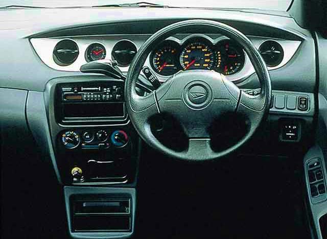ダイハツ YRV 2000