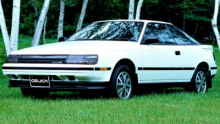 トヨタ セリカ (4代目 T160 '85-'89):FRからFFへの転換。4WDも追加