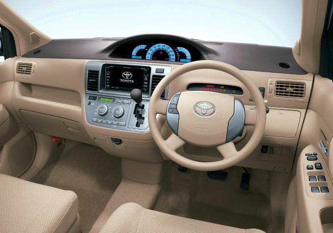 トヨタ ラウム 2003