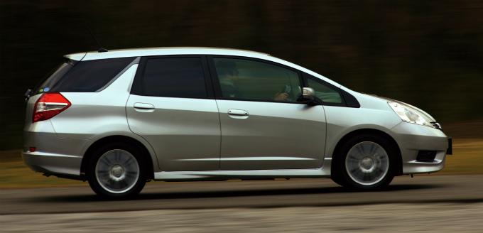 ホンダ フィット シャトル 2011 (出典:favcars.com)