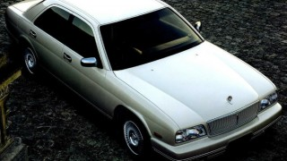 日産 シーマ (2代目 FY32 '91-'96):ボディタイプ変更と共にV8エンジン車や4WD車を設定