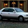 トヨタ クラウン (10代目 S15 '95-'01):シャシー形式が変更され先代から大幅に軽量化