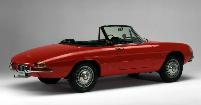 アルファロメオ スパイダー 1966 (出典:favcars.com)