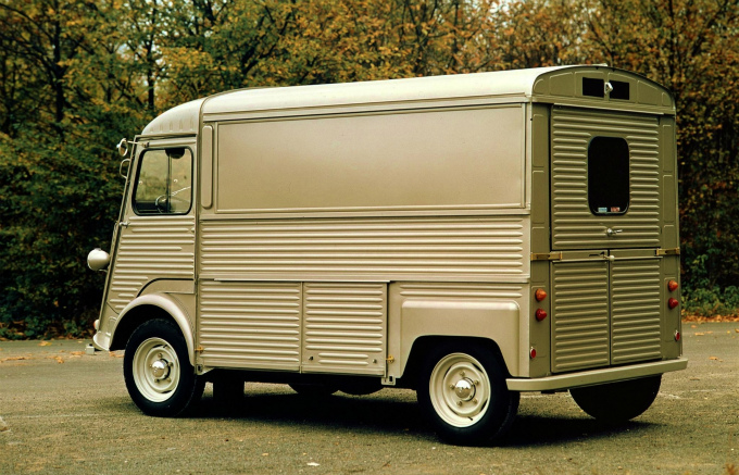 シトロエン Hバン 1947 (出典:favcars.com)