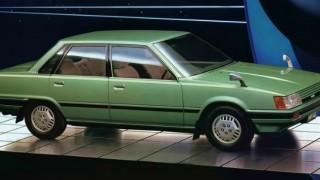 トヨタ ビスタ (初代 '82-'86):カムリの姉妹車種として登場した国内専用モデル [V1]