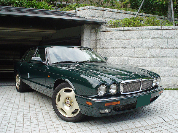 jaguar_xjr1