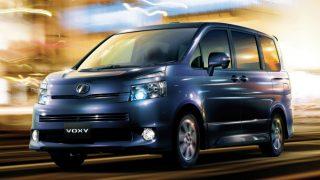 トヨタ ヴォクシー (2代目 '07-'14):キープコンセプトながらエンジン変更により燃費が向上 [R70G/W]